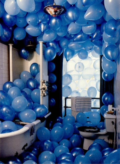 blue-ballons-tub
